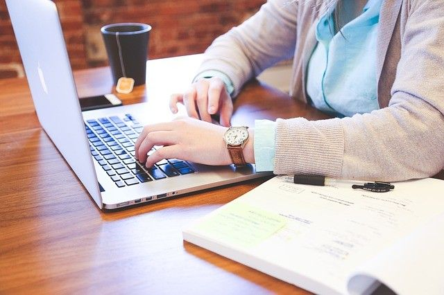 b2ap3_large_student-849825_640_6 KROKÓW DO SKUTECZNEJ NAUKI JĘZYKA OBCEGO I NIETRACENIA CZASU. - PROLANG's Blog - Szkoła Językowa PROLANGCOACH JĘZYKOWY - rozwój w języku obcym,business English,postępy w języku,szkoła językowa,kursy językowe,angielski dla firm